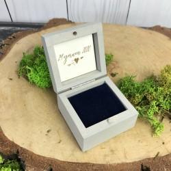 Drewniane szare pudełko na obrączki HEART ARROW