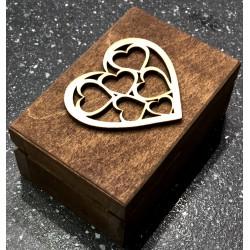 Drewniane pudełko na obrączki brązowe serce