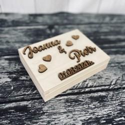 Drewniane pudełko z życzeniami na pieniądze naturalne