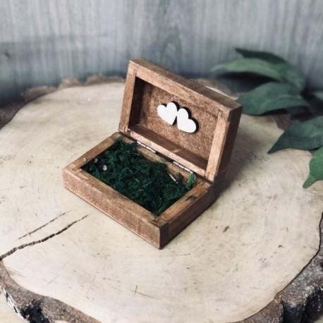 Drewniane pudełko na obrączki mech